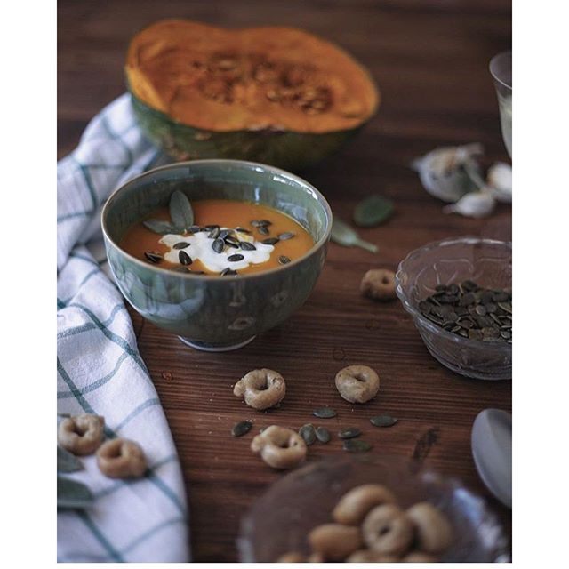 Pumpkin soup for autumn evenings in tinekhome bowls. Styled by @fedu_87