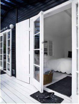 DREAMHOUSE: svart-vit dröm. Black garden house