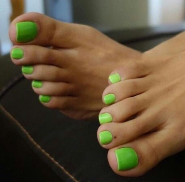 A neon green toe footjob for my shaved cock 2