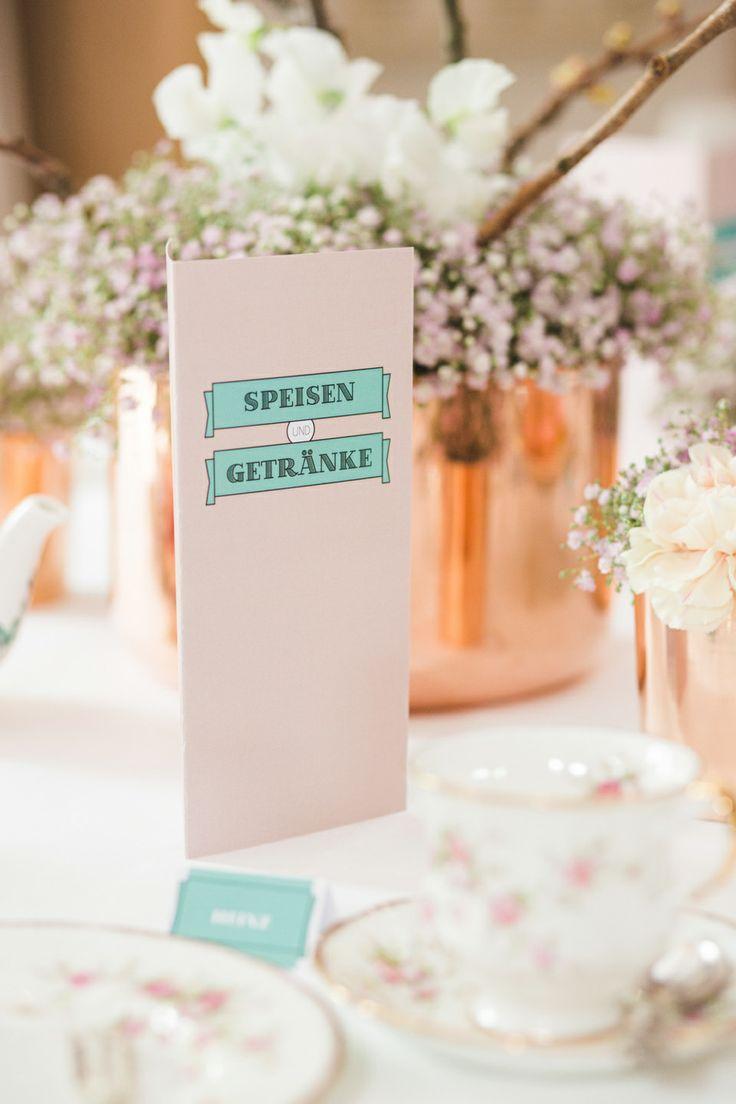 Ein sommerlich romantisches Teeparty Hochzeitskonzept von Agentur Traumhochzeit Sinah Wache und Julia Schick Fotografie