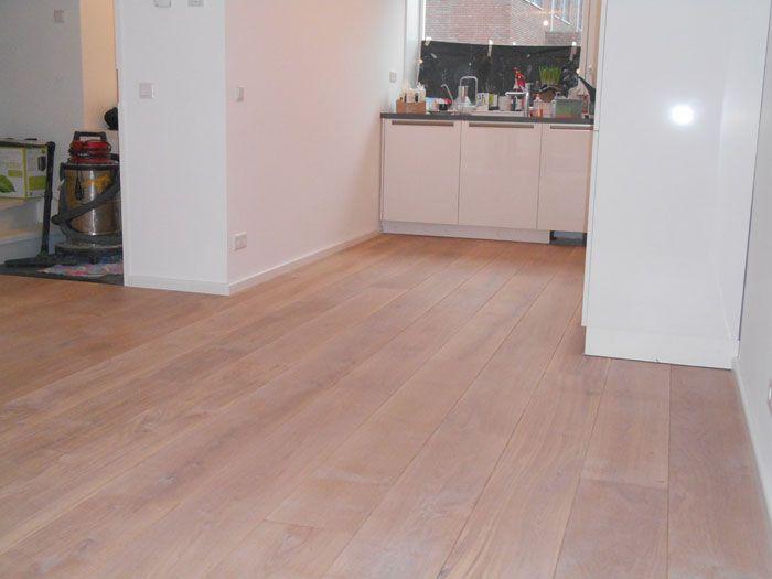 Houten vloeren Rotterdam laat u een eiken houten vloer zien afgewerkt in white wash 50. http://www.baxhouthandel.com/houten-vloeren-outlets/houten-vloeren-rotterdam/
