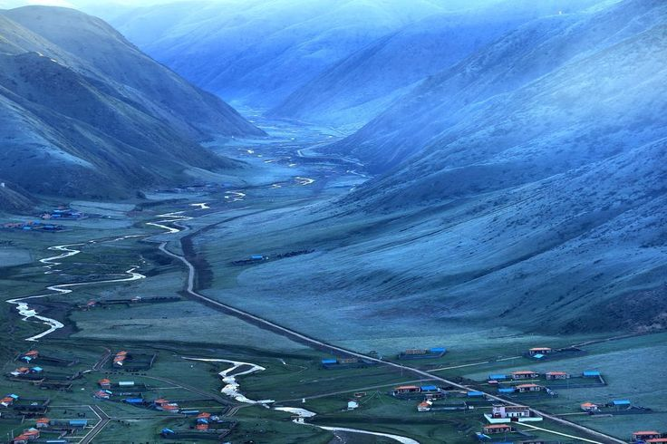 The Morning of The Tibetan plateau Photo by Yan Gao — National Geographic Your Shot