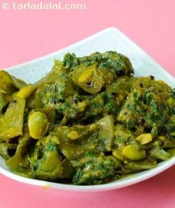 An irresistible preparation of flat green beans (walor papdi) and fenugreek dumplings, this is the next best choice when fresh vaal or papdi is not in season. Remember to apply the salt and soda an hour before you prepare the vegetable, to ensure the fresh green colour and smooth texture of the beans.