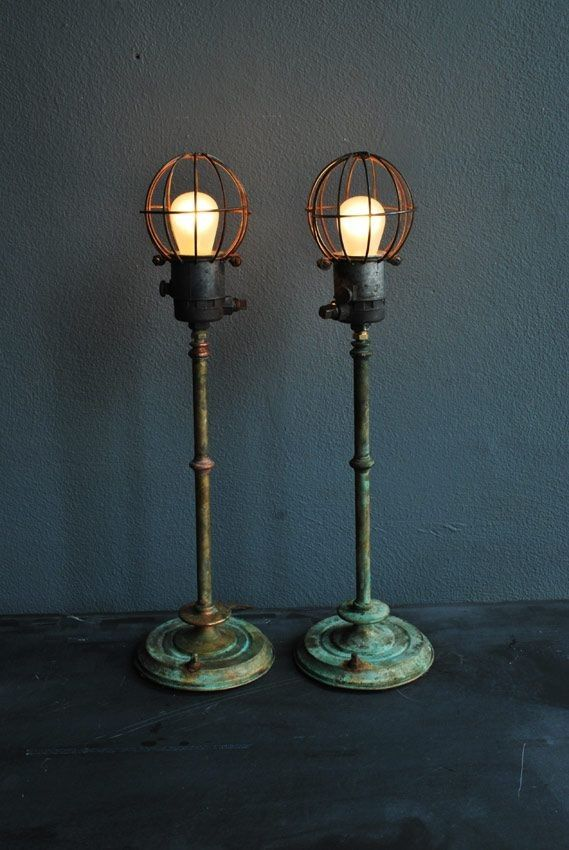 Cool standing lamp with industrial eclectic look, vintage base, open exposed bulb lamp