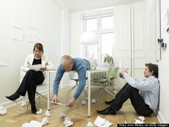 """""""Prokrastinasi adalah kebiasaan buruk menempatkan dari sampai lusa apa yang seharusnya dilakukan sehari sebelumnya"""" – Napoleon Hill Apakah Anda termasuk"""