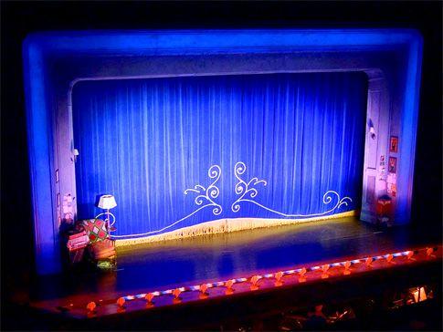Curtain set theatre definition curtain menzilperde net for Stage 47 designhotel