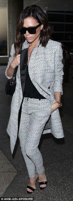 Slick: Она носила одну руку в карман за холодный взгляд