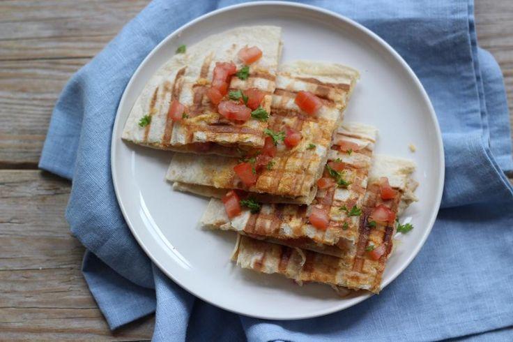 Quesadillas zijn super lekker! Benieuwd hoe je zelf de lekkerste quesadilla kunt maken, lees dan gauw verder.