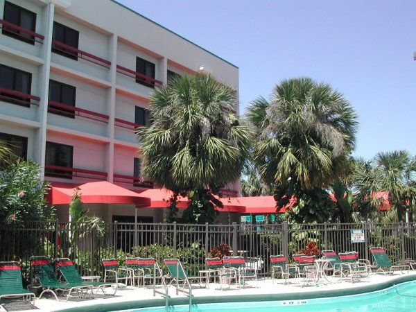 Red Roof Inn Offers a 15% Military Discount in September. Red Roof offers a 10% discount on room rates for military and government personnel. Select Service My Membership.