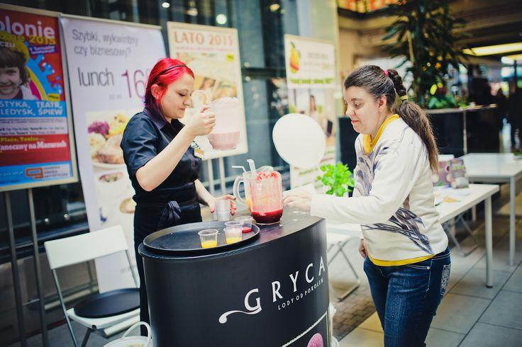 Podczas eventu, nasi Najemcy przygotowali dla Klientów naprawdę smakowite prezenty! Tutaj: Grycan i degustacje koktajli. Pycha!
