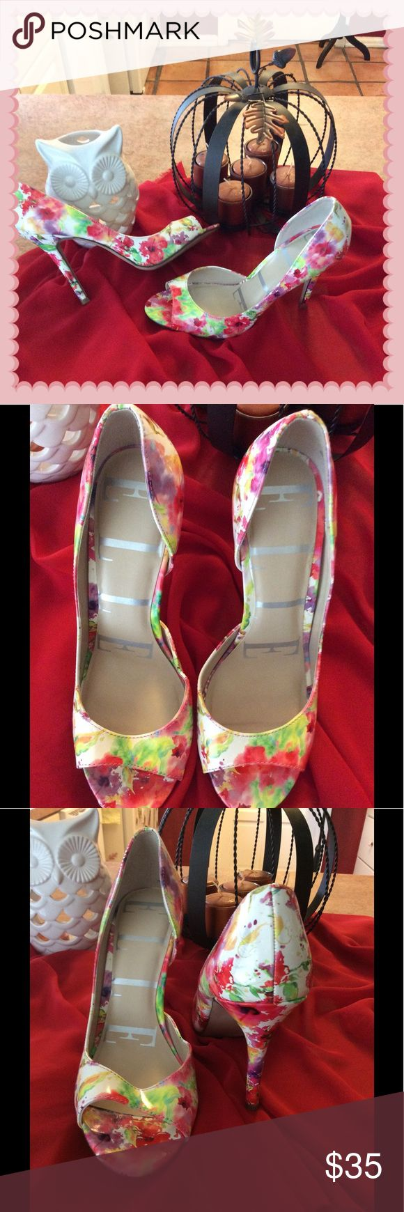 Gorgeous Elle floral peep toe heels 👠 In excellent lightly used condition only place they show use is on bottom elle Shoes Heels