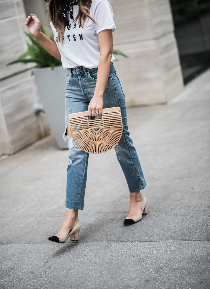 Tiffany Jais Houston fashion and lifestyle blogger   Currently trending-graphic tee's, dream often graphic tee, denim jeans, cult gaia bag, casual outfits, street style outfits 2017