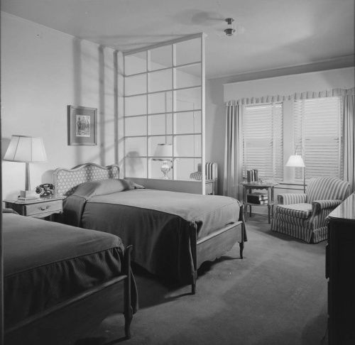 Beverly hills hotel guest room 1940 39 s paul r williams for 1940 s hotel decor