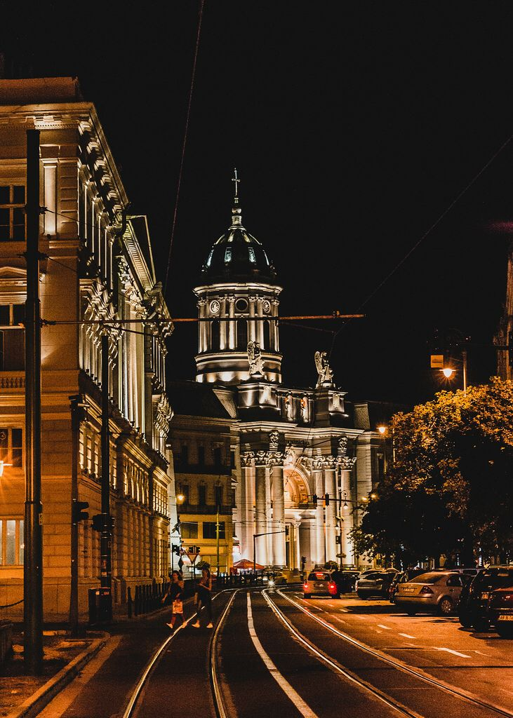 Arad at night