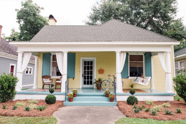 Ben and Erin Napier create a quaint and colorful home, restoring an 1901 cottage-style house for a couple returning to small-town life. And they get to deal with some interesting former tenants in the process.