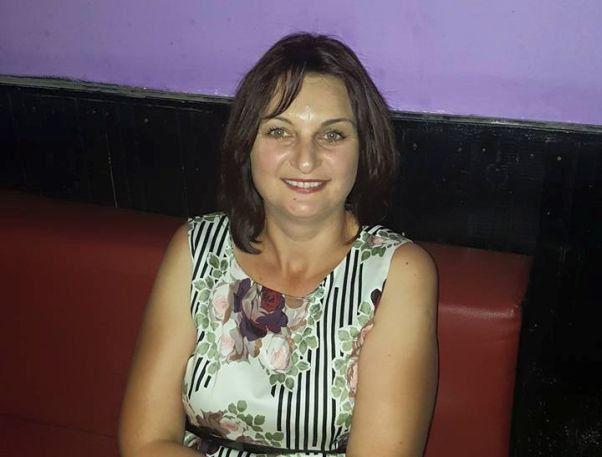 După profesorul de 55 de ani din Lugoj, care-i făcea avansuri sexuale explicite unei eleve de 14 ani, Monica Cermure, o educatoare din satul Iohanisfeld a fost trimisă acasă pentru comportament dezaxat la clasă...