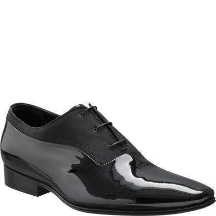 3e3a1cb83185f Dior for Men - This elegant Oxford shoe in black patent leather and black  canvas may be worn with a dinner jacket.