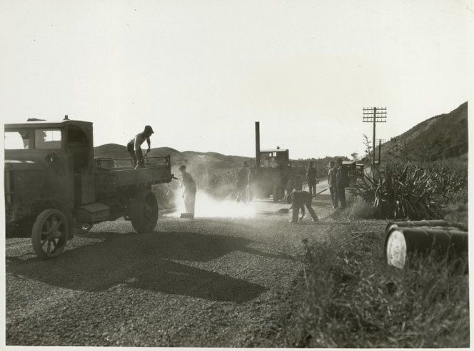 Creator unknown :Photograph of workers sealing the Paekakariki-Paraparaumu road