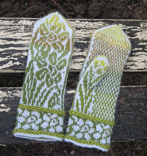 I'm in love with this daffodil Latvian mitten pattern. I'd like to see it done in slightly brighter colors.   Ravelry: Daffodils pattern by Natalia Moreva