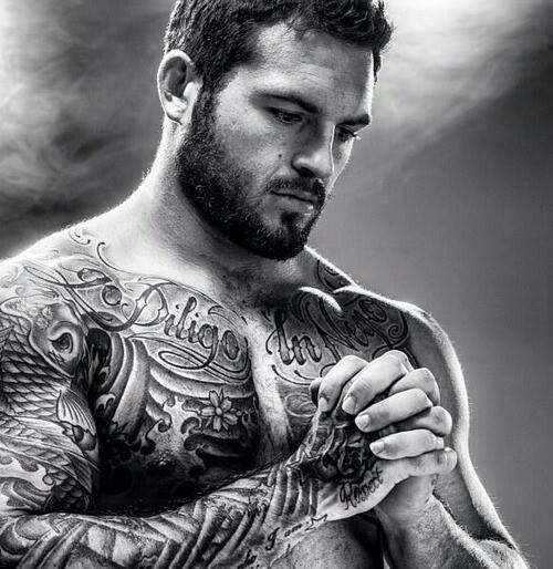 Muscles & beard. Yes please.