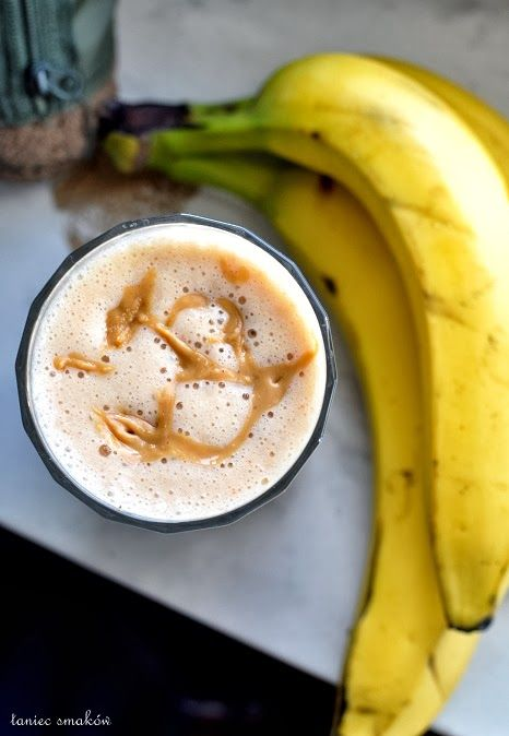 Banana smoothie with peanut butter and goji berries