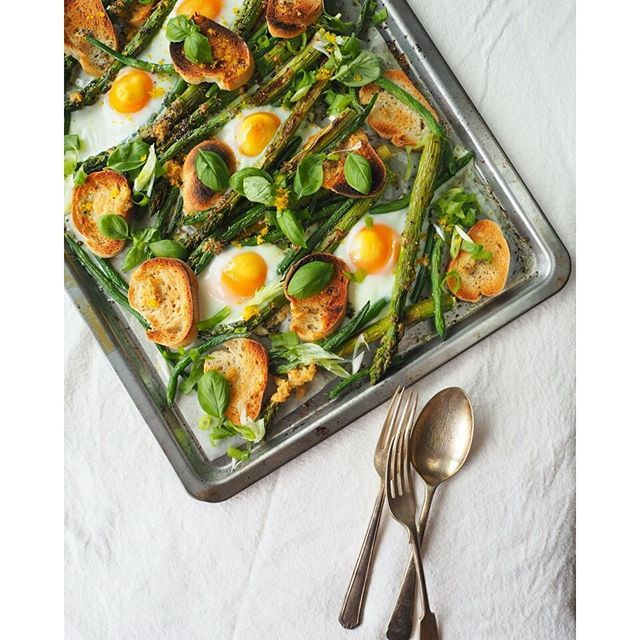 I'm helping your start your day the right way with a delicious dose of #eggporn. It's sure to satisfy your morning social media munchies and will leave you feeling oh so good. Head to the website to check out my recipe for a delicious Asparagus and Eggs on Toast Tray Bake which you can make this weekend. It's also a good one to keep in mind as we approach the Christmas season, and a perfect healthy and easy brekkie to whip up for the relatives in minutes.