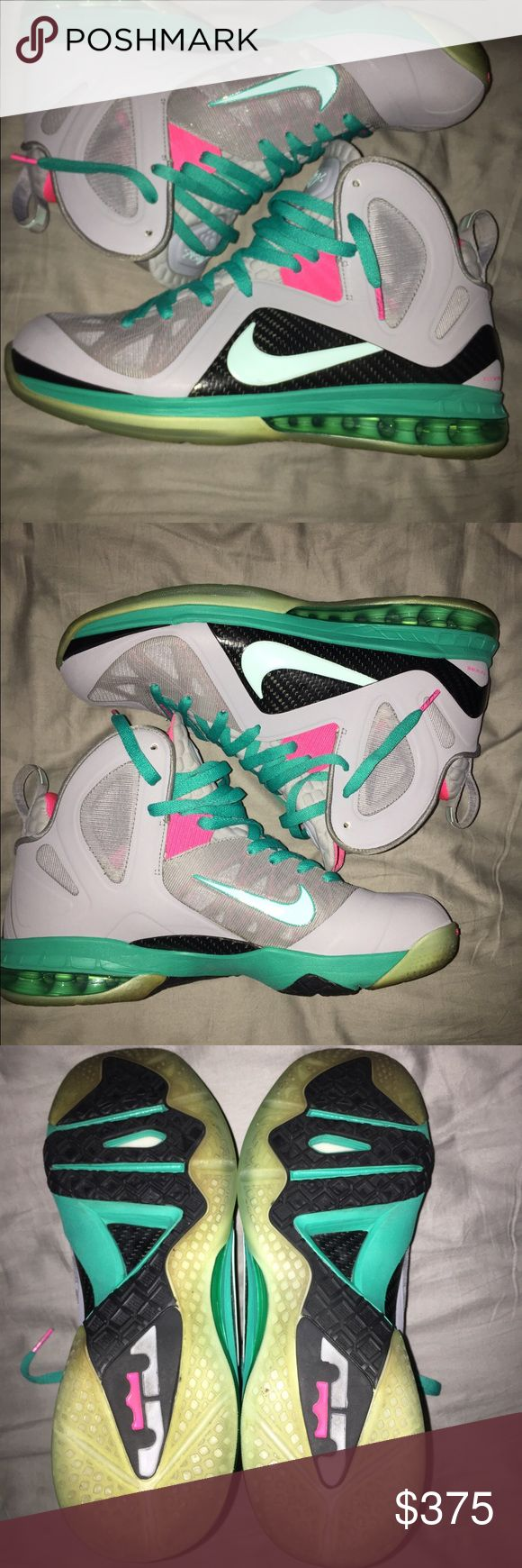!! Lebron South Beach Sz 10.5 !! Condition 9/10. No box. Only flaw in my opinion that sole is yellowing from age. Can provide more pics/ details. Nike Shoes Sneakers