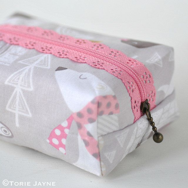 Boxy Lace Zipper Pouch Sewing Tutorial