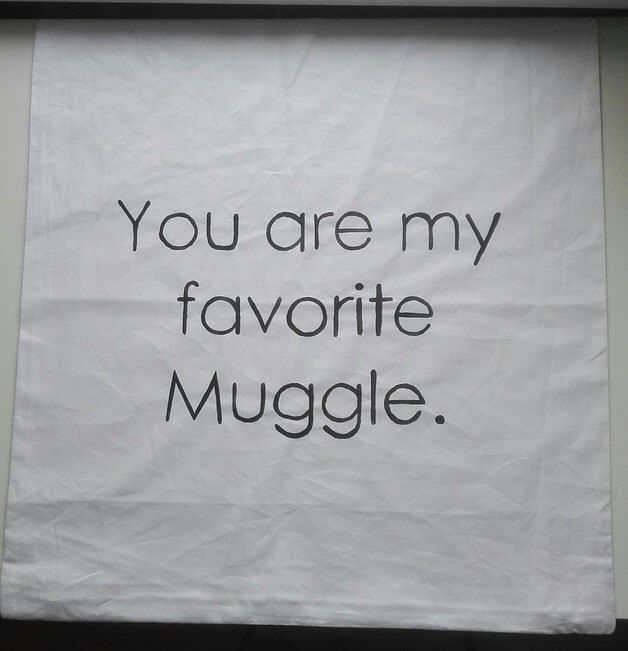 "Kissenbezug 50 x 50 cm ""you are my favorite Muggle"", handbemalt von Schwestalie auf Etsy https://www.etsy.com/de/listing/495313261/kissenbezug-50-x-50-cm-you-are-my"