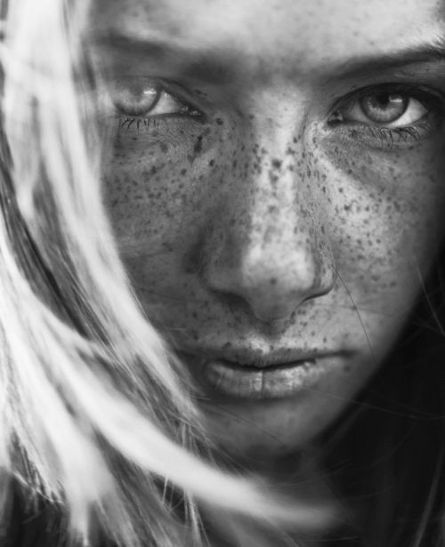 freckles | blonde | sun kissed | black & white  | photography | love | skin | beautiful |