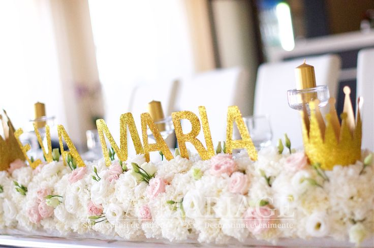 Decoratiuni florale restaurant Batca Dragasani cu coronita si litere auri