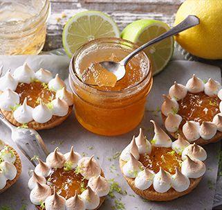 Zitrus-Kokos-Marmeladentörtchen Diese kleinen, köstlichen Törtchen mit selbstgemachter Zitrusfrucht-Kokosnuss-Konfitüre werden Sie begeistern. Spätestens bei der zarten Baiserhaube werden Sie dahinschmeilzen.