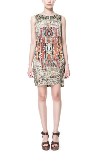Gerafftes Kleid mit Ethnoprint - Zara, 39,95€
