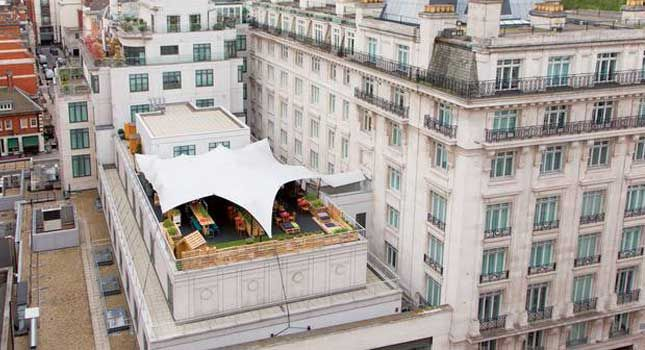 We prove just how versatile stretch tents are: Check out this RHI-manufactured rooftop cover solution for a unique venue in the heart of London.