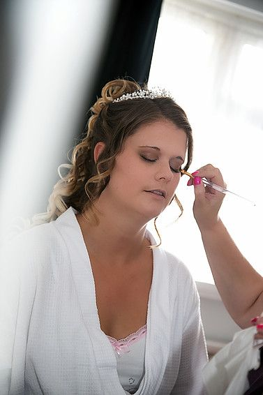 BAREFOOT NAILS & BEAUTY   Beauty and holistic treatments available in the comfort of your own home. Offering complete hair and make up services for your big day, bringing your ideas to life. http://www.barefootnailsandbeauty.co.uk/
