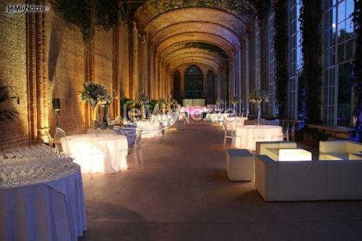 http://www.lemienozze.it/gallerie/foto-fiori-e-allestimenti-matrimonio/img27670.html  Allestimento con tavoli luminosi