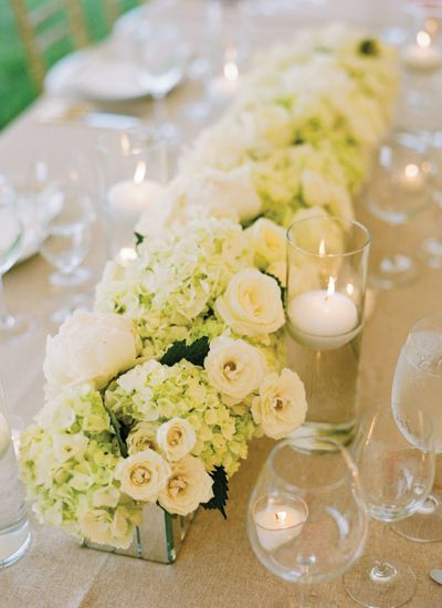Add coral flowers to this and it is perfect for a rectangular table!! <3 Beautiful and Simple