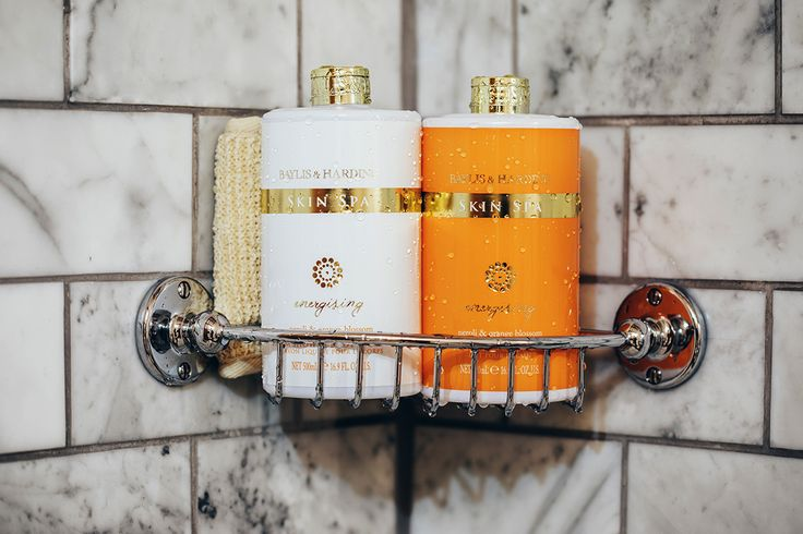 Re-energise your skin with our Skin Spa Benefit Gift Set which contains Body Cleanser, Bath Milk and a Wash Mitt