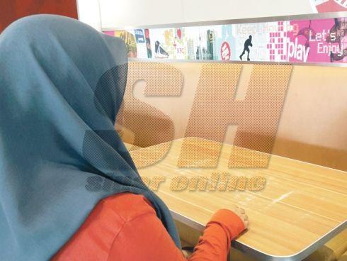 Gadis Cerita Detik Cemas Hampir Diculik Van Kelabu Di Subang Perdana  Seorang pelajar tidak menyangka insiden wanita atau kanak-kanak diculik menggunakan van putih seperti yang sering dibacanya di dalam akhbar dan laman sosial hampir menimpa dirinya...