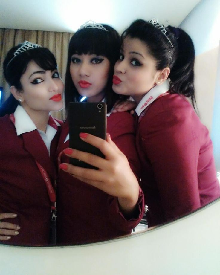 Proud to be Woman! Happy Women's day... #WeRock #SpicyDay #spicejetter #CabinCrewlife_SG #Tiara #MirrorSelfie #beforeFlight #Colourful_airline #loveMyJob #MirrorSelfie by oliviamagnolia