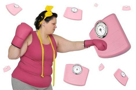 Con la pronta llegada del verano muchas chicas, y también chicos, ya están pensando qué hacer para perder esos kilitos de más. Es probable que estén haciendo dieta y no vean resultados.  Atención con estos malos hábitos que cometen las personas cuando intentan adelgazar.  http://iasoteaperu.org