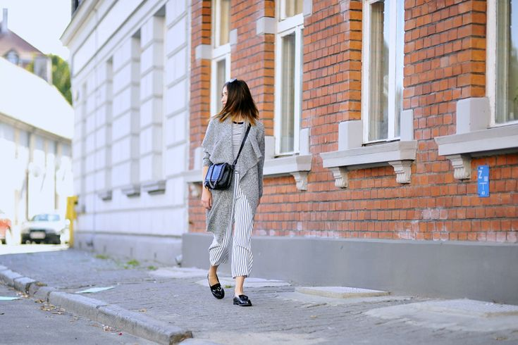 how-to-wear-culottes #streetstyle #streetfashion #street #style #fashion #blogger #fashionblogger #culottes #howtowearculottes #striped #pants #grey #sweater #oversizedsweater #mocassins #moccasins #outfit