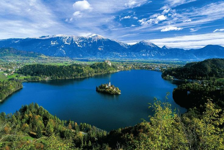 Two exquisite glacier lakes glitter in the green valleys of the Slovenian Alps. We will visit Bled, resort with an eminent medieval castle and a romantic island in the lake and Lake Bohinj lies in a tranquil valley of Triglav National Park.