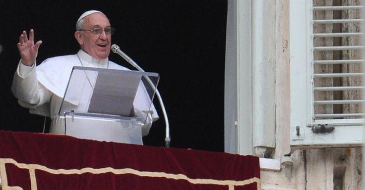 Migranti, l'appello del Papa all'Angelus