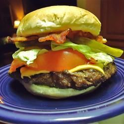 Burgers de chevreuil et bacon @ qc.allrecipes.ca