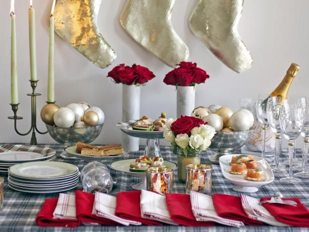 A holiday open house is a stress-free option to holiday entertaining. Guests show up within a four- to five-hour time frame and can stay as long as their schedules allow