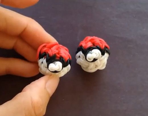 Rainbow Loom Pokeball- awesome Rainbow Loom pattern for boys that love the video game!
