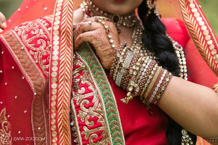 Hindu Wedding at Olympia Hall in Pietermaritsburg. Beautifull red Sari with gold thread detail.