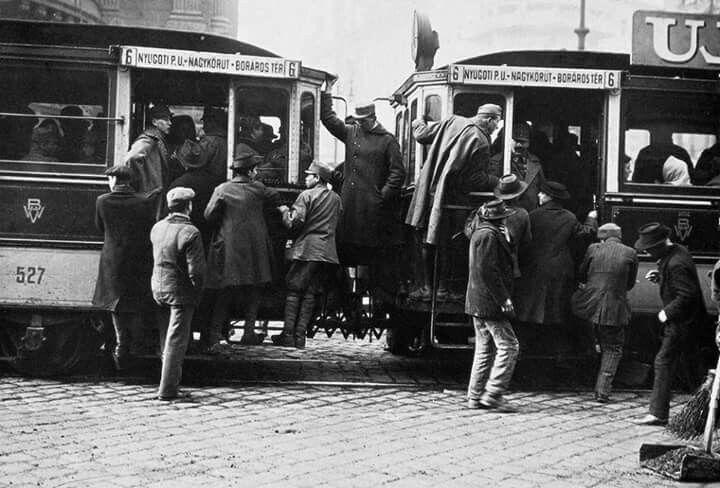 1917, tömött villamos  a Nagykörúton