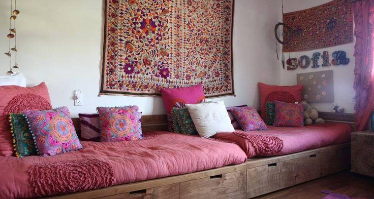 """""""A minha filha Sofia não queria uma decoração tradicional de meninas, rosinha de florzinha. Então, optamos por um quarto com uma decoração mais despojada. Ela via os panos que eu trazia da Índia e adorava. Por isso, quis um quarto com um estilo indiano"""" Foto: Divulgação"""